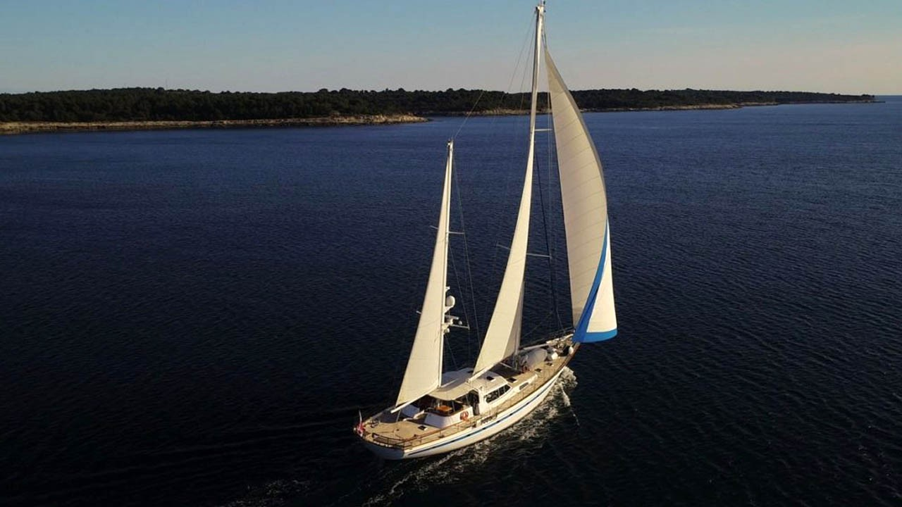 Sailing Yacht Free Wings